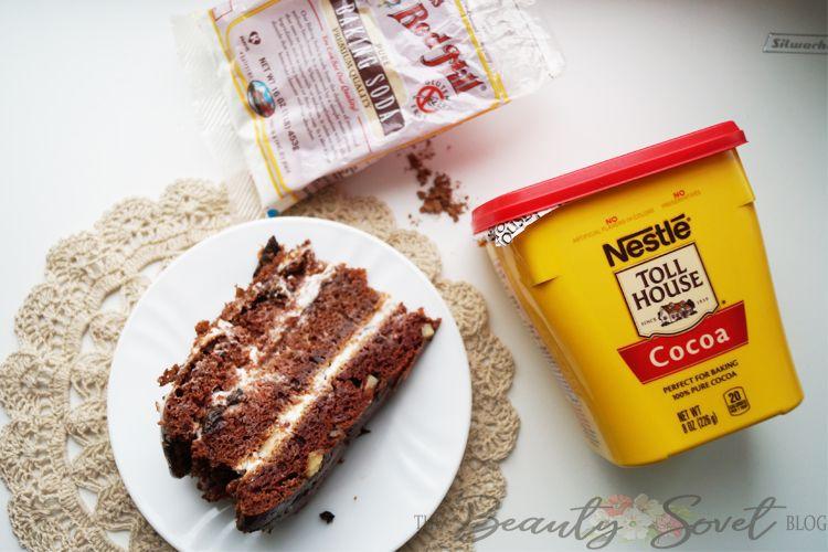 Шоколадный торт с черносливом и грецким орехом.
